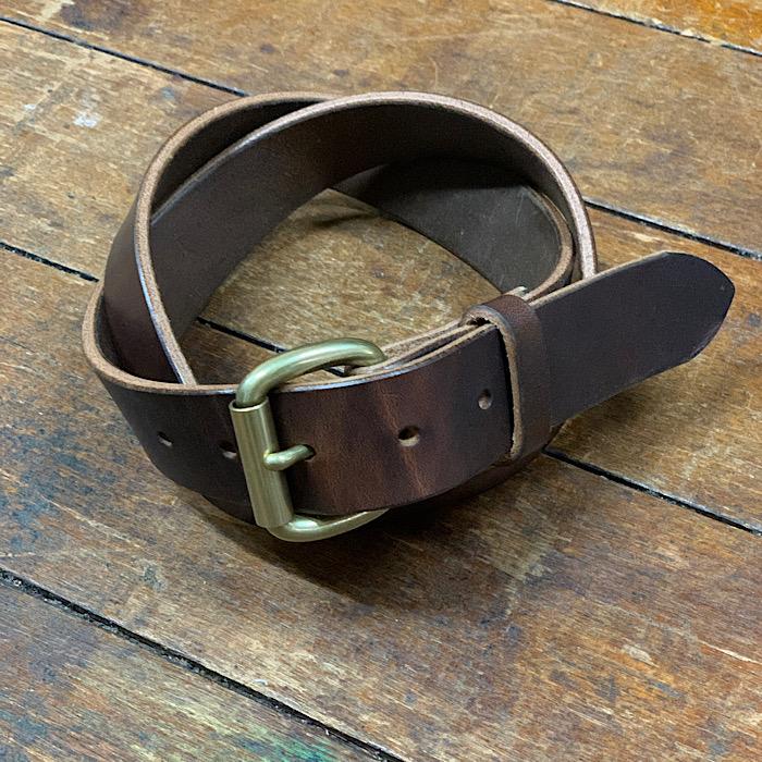 アメリカ製 レザー ラギットな本革ベルト デニムにハマります 極厚レザーのカッコいいバックルのベルト